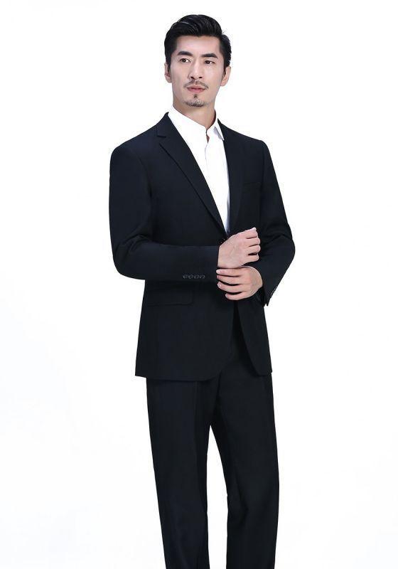 灰色西装怎么搭配?