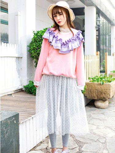 秋季小清新文艺搭配 粉色卫衣加上一条修身打底裤以及半透连衣裙